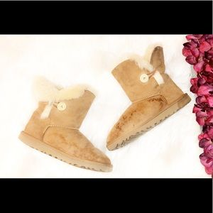 UGG Chestnut Short Bailey Button Boot